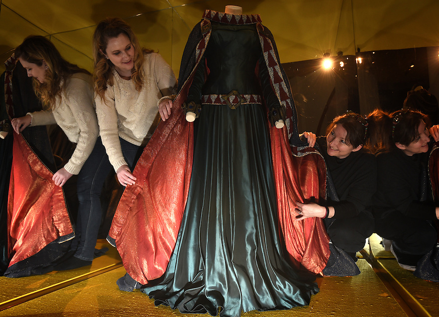 CATHERINE SIMPSON FROM THE RSC AND LESLEY THOMAS, BRITISH LIBRARY, INSTALLING THE COSTUME WORN BY VIVIEN LEIGH FOR HER PERFOMANCE AS LADY MACBETH ON LOAN FROM THE RSC WHICH WILL BE PART OF THE BRITISH LIBRARY'S UPCOMING EXHIITION SHAKESPEARE IN TEN ACTS. PHOTO BY CLARE KENDALL. 4/4/2016.