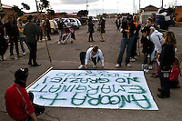 Roma 22  Febbraio 2010.Idroscalo di Ostia,gli abitanti preparano  gli stiscioni di protesta contro lo sgombero