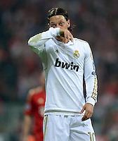 FUSSBALL   CHAMPIONS LEAGUE  HALBFFINAL HINSPIEL   2011/2012      FC Bayern Muenchen - Real Madrid          17.04.2012 Mesut Oezil (Real Madrid) enttaeuscht