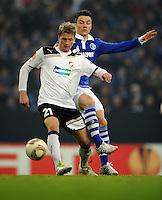 FUSSBALL   EUROPA LEAGUE   SAISON 2011/2012  SECHZEHNTELFINALE FC Schalke 04 - FC Viktoria Pilsen                          23.02.2012 Vaclav Prochazka (li, Pilsen) gegen Alexander Baumjohann (re, FC Schalke 04)