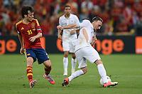FUSSBALL  EUROPAMEISTERSCHAFT 2012   VIERTELFINALE Spanien - Frankreich      23.06.2012 Franck Ribery (re, Frankreich) mit gerissenen Trikot gegen David Silva (li, Spanien)