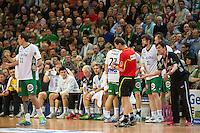 rechts Trainer Velimir Petkovic (FAG) beschwert sich beim Schiedsrichter Jörg Mahlich