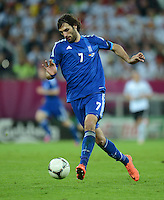 FUSSBALL  EUROPAMEISTERSCHAFT 2012   VIERTELFINALE Deutschland - Griechenland     22.06.2012 Giorgos Samaras (Griechenland) Einzelaktion am Ball
