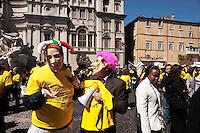 Roma 13 Aprile 2011.Pzza Navona.La sanità non può essere abusiva.. Manifestazione dei professionisti della sanità per chiedere l'approvazione del disegno di legge con cui si istituiscono gli ordini delle professioni sanitarie. Manifestanti con la maschera di Berlusconi