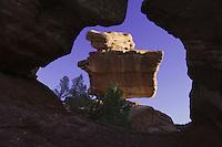 Balanced Rock Rock Formation, Garden of The Gods National Landmark, Colorado Springs, Colorado, USA