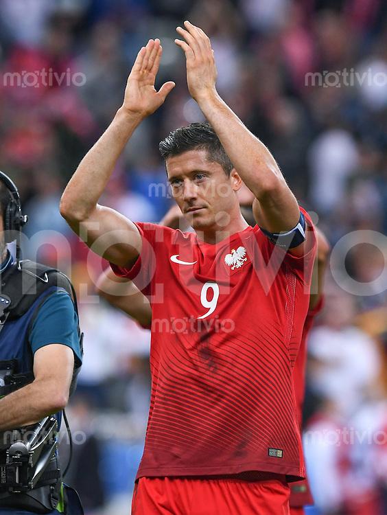 FUSSBALL EURO 2016 GRUPPE C IN PARIS Deutschland - Polen    16.06.2016 Robert Lewandowski (Polen) nach dem Abpfiff