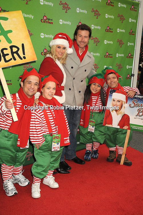 Jenny McCarthy, Dean McDermott and the Elves