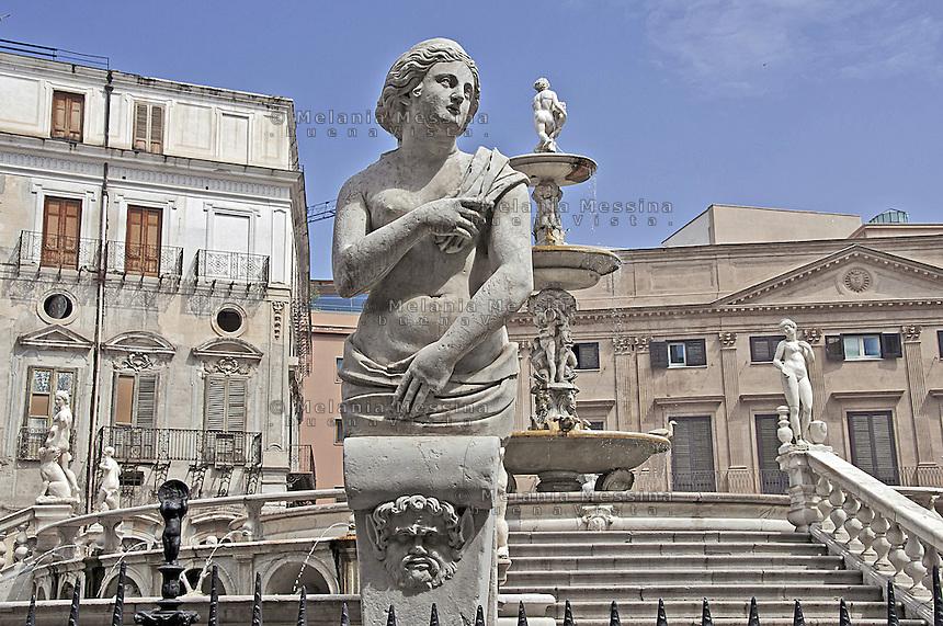 Palermo, piazza Pretoria.