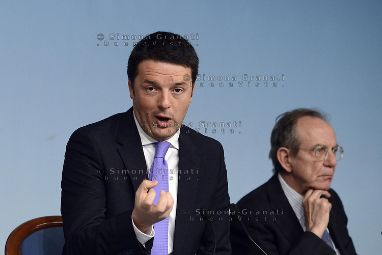 Roma, 8 Aprile 2014<br /> Il Governo approva il Def, documento di Economia e Finanza che delinea il piano per l'economia italiana dei prossimi tre anni.<br /> Conferenza stampa al termine del Consiglio dei Ministri. Matteo Renzi e Pier Carlo Padoan.<br /> The Government approves the Final document of Economics and Finance, that outlines the plan for the Italian economy over the next three years. <br /> Press Conference at the end of the Council of Ministers. <br /> Matteo Renzi