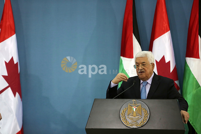 Palestinian President Mahmoud Abbas speaks during a joint news conference with Canada's Governor General David Johnston in the West Bank city of Ramallah November 4, 2016. Photo by Shadi Hatem
