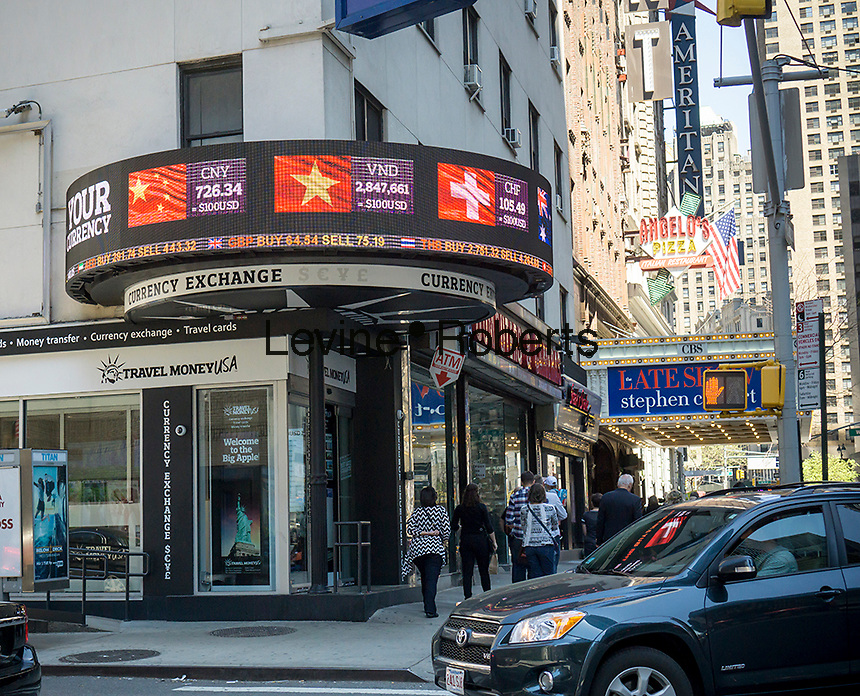 A foreign currency exchange store in Midtown Manhattan in New York on Sunday, April 24, 2016. (© Richard B. Levine)