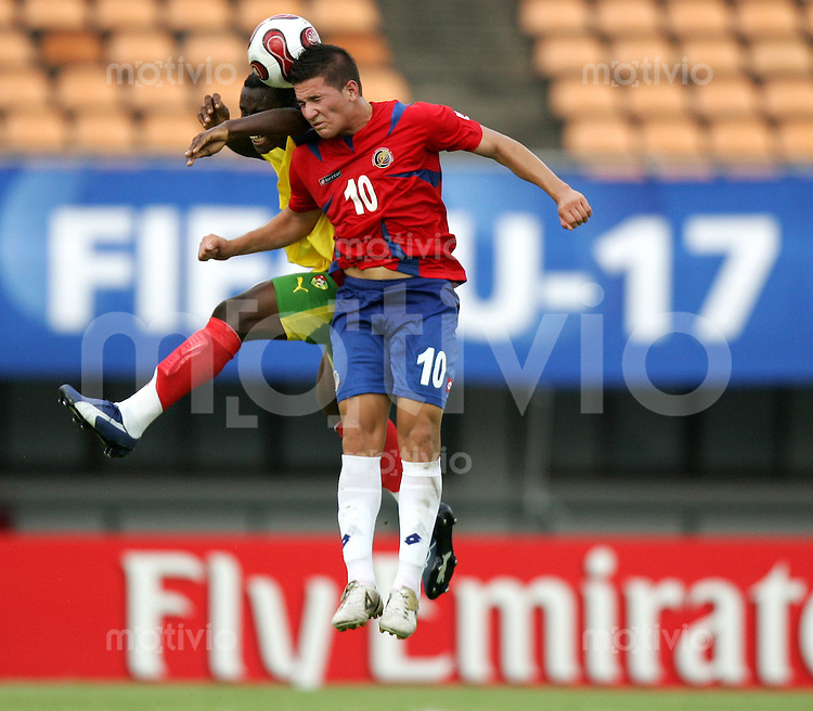 Fussball International U17 WM Korea  Costa Rica - Togo  Jorge Castro (CRC, re.) gegen Mohamed Abdoulaye (TOG).