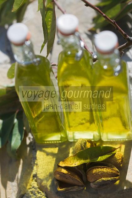 Europe/France/Languedoc-Roussillon/30/Gard/Bouquet: Huile d'amande  du Mont Bouquet chez Jean Hager, producteur transformateur