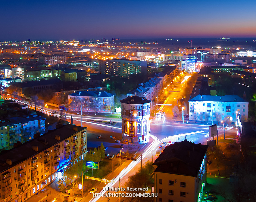 Вечерний Оренбург и проспект Победы вид с высоты библиотеки ОГУ