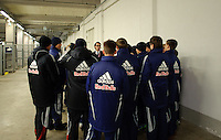 DFB Pokal 2011/12 2. Hauptrunde RasenBallsport Leipzig - FC Augsburg Volunteers beim Briefing.