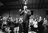 Derry, New Hampshire.USA.January 23, 2004..Wseley Clark campaigns during the presidentual primary at Pinkerton Academy in New Hampshire. He is joined by actors Ted Danson, Mary Steenbergen.