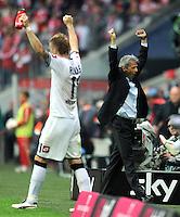 FUSSBALL   1. BUNDESLIGA  SAISON 2011/2012   1. Spieltag FC Bayern Muenchen - Borussia Moenchengladbach           07.08.2011 JUBEL nach dem Sieg Marco Reus, Trainer Lucien Favre (Borussia Moenchengladbach)