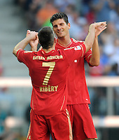 FUSSBALL   1. BUNDESLIGA  SAISON 2011/2012   5. Spieltag FC Bayern Muenchen - SC Freiburg         10.09.2011 JUBEL nach dem Tor Mario Gomez mit Franck Ribery (FC Bayern Muenchen)
