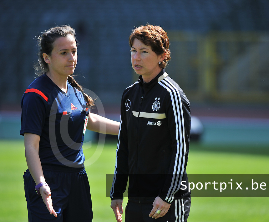 20140410 - BRUSSELS , BELGIUM : Turkish Cansu Kanca (left) pictured with German coach Maren Meinert (right) during the female soccer match between BELGIUM U19 and GERMANY U19 , in the third and final game of the Elite round in group 4 in the UEFA European Women's Under 19 competition 2014 in the Koning Boudewijn Stadion , Thursday 10 April 2014 in Brussels . PHOTO DAVID CATRY