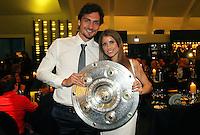 FUSSBALL   1. BUNDESLIGA   SAISON 2011/2012   34. SPIELTAG Borussia Dortmund feiert im Restaurant View in Dortmund die Meisterschaft am 05.05.2012 Mats Hummels und Freundin Cathy