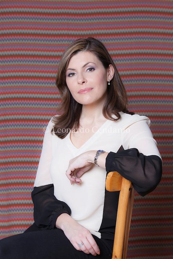 Barbara Serra, presenter/ correspondent news Aljazeera english. Barbara Serra è una giornalista italiana. Dopo aver lavorato presso le redazioni della BBC, di Sky News e di Five News, è diventata nota come conduttrice della redazione di Londra di Al Jazeera English. Milano, 8 novembre 2013. © Leonardo Cendamo