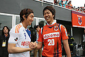 Cho Young-Cheol (Albirex), Kim Young-Gwon (Ardija),.MAY 7, 2011 - Football :.Cho Young-Cheol of Albirex Niigata and Kim Young-Gwon of Omiya Ardija shake hands before the 2011 J.League Division 1 match between Omiya Ardija 0-0 Albirex Niigata at NACK5 Stadium Omiya in Saitama, Japan. (Photo by Hiroyuki Sato/AFLO)