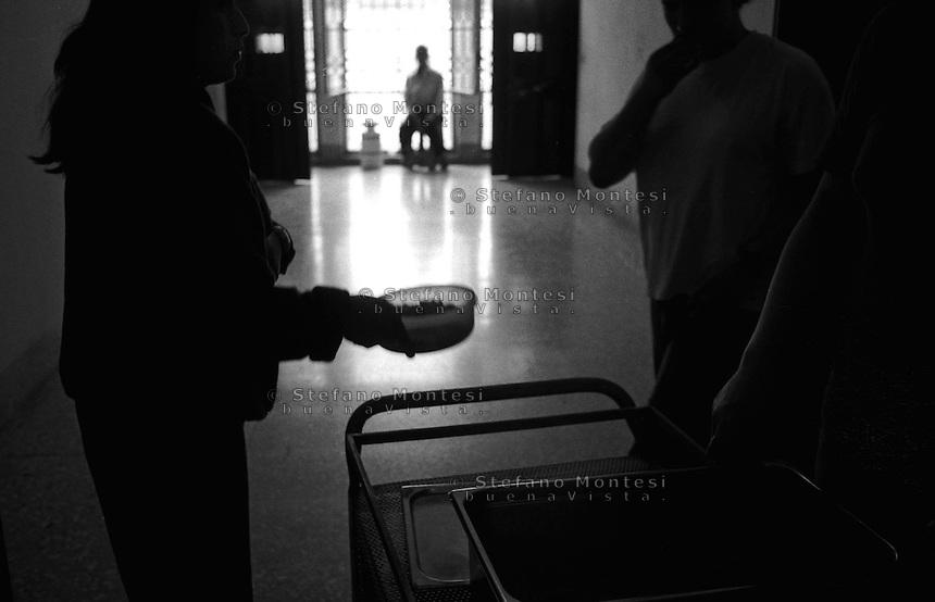 Roma Giugno 2000.Carcere di Rebibbia N.C..La sezione G8  dove sono i Transessuali,il pranzo.Rome June 2000.Prison Rebibbia N.C..Section G8  where are the Transsexual,the lunch.
