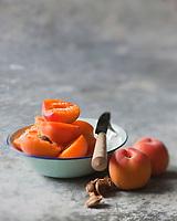 Europe/France/Lorraine/54/Meurthe-et-Moselle/Nancy: l' abricot-pêche de Nancy  - Stylisme : Valérie LHOMME // Europe/France/Lorraine/Meurthe-et-Moselle/Nancy:  Apricot-peach