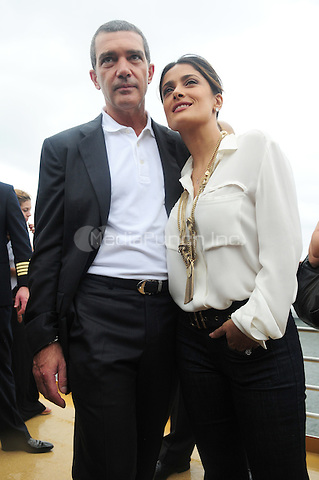 FORT LAUDERDALE FL - OCTOBER 16 : Antonio Banderas and Salma Hayek at Allure of the Seas premiere of Puss In Boots at Port Everglades on October 16, 2010 in Fort Lauderdale, Florida. © MPI10 / MediaPunch Inc.
