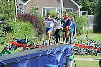 FIERLJEPPEN/POLSSTOKVERSPRINGEN: POLSBROEKERDAM: Tweekamp Holland-Friesland, Holland wint met een verschil van 7.02 meter (395.37) tegen Fryslân (388.35), Bart Helmholt, ©foto Martin de Jong
