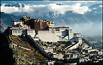 The Potala Palace, in Lhasa, was the residence of the Dalai Lamas until the 14th fled to Dharamsala in 1959. Inscribed to the UNESCO World Heritage list in 1994, it is now converted into a museum by the Chinese government. //// Le Potala, &agrave; Lhassa, a &eacute;t&eacute; la r&eacute;sidence principale des Dala&iuml; Lamas, jusqu'&agrave; ce que le 14&egrave;me fuie le Tibet pour Dharamsala. Inscrit au patrimoine mondial de l'UNESCO en 1994, il a &eacute;t&eacute; transform&eacute; en mus&eacute;e par le gouvernement chinois.
