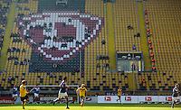 Fussball 2. Bundesliga Saison 2011/2012 13. Spieltag Dynamo Dresden - Karlsruher SC Vor einem nur spaerlich besetzten Fanblock spielt Dresden gegen Karlsruhe. Dresden droht nach den Ausschreitungen beim Pokalspiel in Dortmund eine Strafe seitens des DFB.