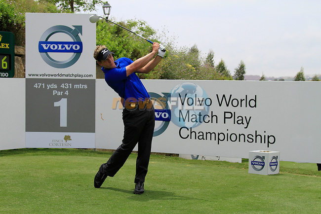 Luke Donald (ENG) teeing off on the 1st tee during Day 1 of the Volvo World Match Play Championship in Finca Cortesin, Casares, Spain, 19th May 2011. (Photo Eoin Clarke/Golffile 2011)