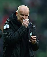 FUSSBALL   1. BUNDESLIGA   SAISON 2012/2013    26. SPIELTAG SV Werder Bremen - Greuther Fuerth                        16.03.2013 Verschnupft: Trainer Thomas Schaaf (SV Werder Bremen)  nach dem Abpfiff