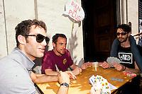 Roma 12 Giugno 2013<br /> Il Gioco &egrave; una cosa seria!<br /> Manifestazione contro il gioco d' azzardo presso la sede di Assotrattenimento Gioco Lecito, aderente alla Confindustria in via Barberini, degli attivisti dell' ex Cinema Palazzo. La protesta &egrave; per la denuncia che Assotrattenimento Gioco Lecito, ha presentato contro SenzaSlot un associazione impegnata contro il proliferare del gioco d'azzardo e delle slot machine nei bar. Partita a tresette conl'attore  Elio Germano