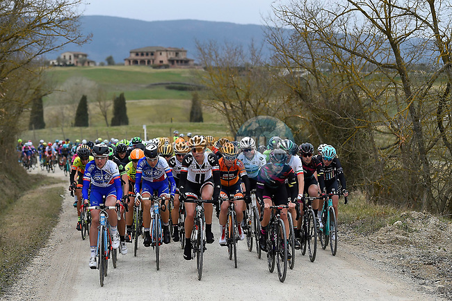 The peloton in action on the white gravel roads of Tuscany during the 2017 Strade Bianche Women Elite race running 127km from Siena to Siena, Tuscany, Italy 4th March 2017.<br /> Picture: LaPresse/Fabio Ferrari | Newsfile<br /> <br /> <br /> All photos usage must carry mandatory copyright credit (&copy; Newsfile | LaPresse/Fabio Ferrari)