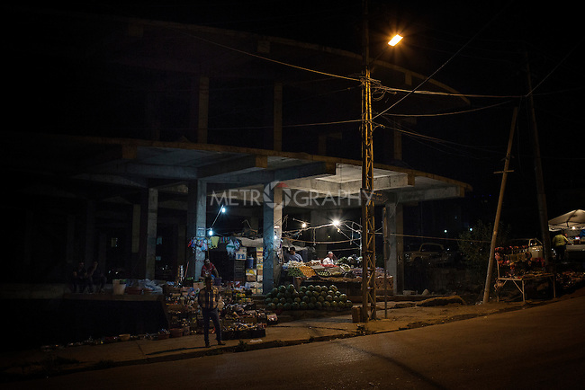 28/08/15. Shaqlawa, Iraq. -- Tahrir, 34 y.o. from Falluja, opened a makeshift stall inside an unfinished building in thee centre of Shaqlawa where he sells fruit and vegetables.