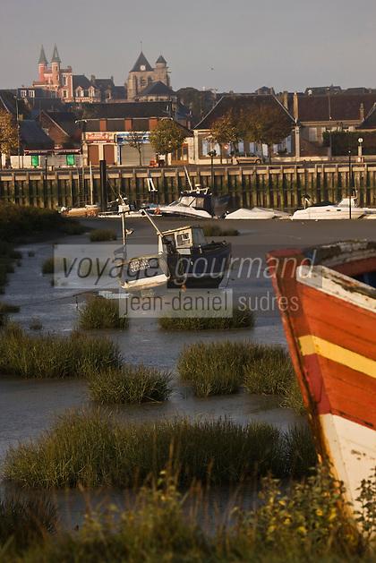 Europe/France/Picardie/80/Somme/Baie de Somme/Le Crotoy: Le village et les bateaux de pêche