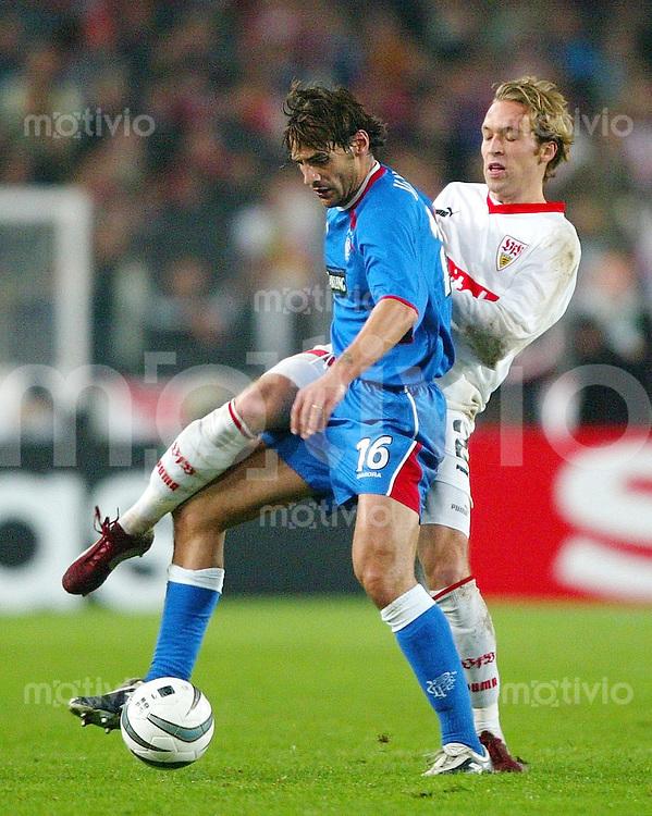 Fussball Champions League Saison 2002-2003 5. Gr-Spieltag VfB Stuttgart - Glasgow Rangers 1:0            Andreas HINKEL (re, VfB) gegen Paolo VANOLI (li)