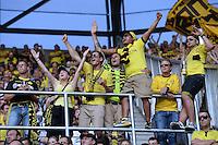 Fussball  1. Bundesliga  Saison 2013/2014    FC Augsburg - Borussia Dortmund      10.08.2013 JUBEL Dortmund Fans nach dem Tor zum 0-4, die Sieben vom Fanblock