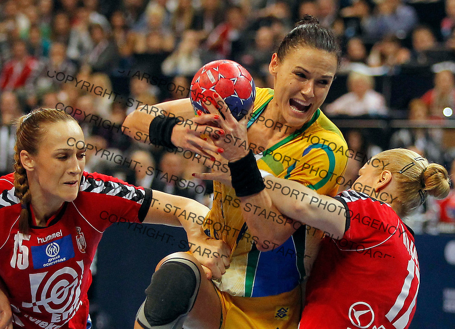 BELGRADE, SERBIA - DECEMBER 22: Daniela Piedade (C) of Brazil is challenged by Jelena Eric (L) and Sanja Rajovic (R) of Serbia during the World Women's Handball Championship 2013 Final match between Brazil and Serbia at Kombank Arena Hall on December 22, 2013 in Belgrade, Serbia. (Photo by Srdjan Stevanovic/Getty Images)