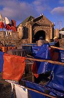 Afrique/Maghreb/Maroc/Essaouira : Le port de pêche et la porte de la Marine