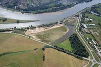 Borghorster Elbwiesen Deichrueckverlegung: EUROPA, DEUTSCHLAND, HAMBURG 02.09.2016: Die Borghorster Elbwiesen in Hamburg-Altengamme und Geesthacht sind mit einer Flaeche von 69 Hektar Teil des Naturschutzgebietes Borghorster Elblandschaft . Ein 1968 errichteter Leitdamm trennt die Wiesen vom Strom der Elbe. Mit der geplanten und gebauten Kohaerenzmaßnahme wurde der Deich wieder geoeffnet und die Landschaft dem Tideeinfluss ausgesetzt.
