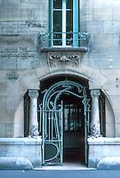Hector Guimard: Castel Beranger, 14-16 Rue La Fontaine, Paris 1894-98. Entrance.  Photo '90.