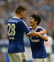 FUSSBALL   1. BUNDESLIGA   SAISON 2013/2014   8. SPIELTAG FC Schalke 04 - FC Augsburg                                05.10.2013 Adam Szalai (li) und Atsuto Uchida (re, beide FC Schalke 04) jubeln nach dem 2:1