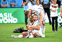 FUSSBALL WM 2014                       FINALE   Deutschland - Argentinien     13.07.2014 DEUTSCHLAND FEIERT DEN WM TITEL: Lukas Podolski mit seinem Sohn Louis Gabriel und Shkodran Mustafi