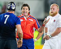 Rugby World Cup Auckland  England v France  Quarter Final 2 - 08/10/2011.JULIEN BONNAIRE (France) and DAN COLE (England) talking top the referee .Photo Frey Fotosports International/AMN Images