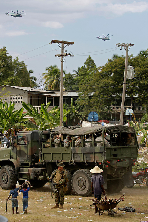 Earthquake aftermath in Haiti on Monday, January 25, 2010..The U.S. Army 82nd Airborne bring aid to the city of Petit Goave.