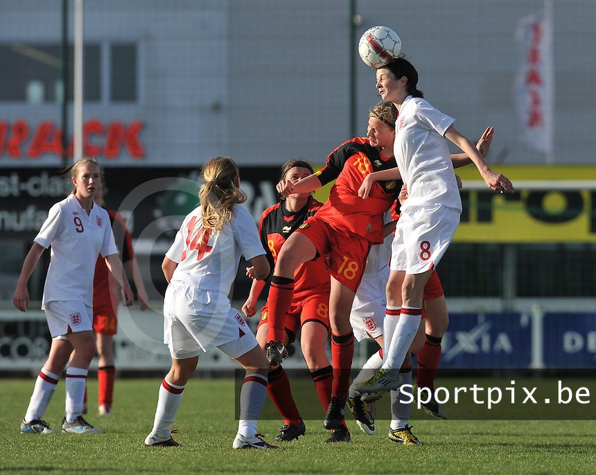 UEFA Women's Under 17 Championship - Second Qualifying round - group 1 : Belgium - England : .kopduel tussen Magalie Verbeeck en Abbey-Leigh Stringer.foto DAVID CATRY / Vrouwenteam.be
