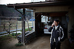 "Miyakoji, April 26 2011 - .(eng) Endo Tetsuo, 57, and his wife visit his parents everyday in their house in Miyakoji (21km from the plant) to bring some food and help them for cooking. Mr. and Ms. tetsuo live in a public housing unit 35km from Miyakoji, in an area probably more exposed to radiation than Miyakoji..""I guess that there is no danger but I am not sure. I don't have my own dosimeter. I prefer take refuge away with my wife and my child.""..(fr) Endo Tetsuo, 57 ans, rend visite avec sa femme tous les jours à ses parents restes dans leur maison a Miyakoji pour leur apporter des vivres et faire la cuisine. M. et Mme Tetsuo vivent dans un HLM a 35km de la, dans une zone plus eloignee de la centrale mais peut etre plus exposee, puisque situee dans la direction des vents dominants.  ""Je pense qu'il n'y a pas de danger a Miyakoji mais je ne suis pas sur. Je n'ai pas de dosimetre. J'ai prefere m'eloigner avec ma femme et mon enfant de 15 ans."""